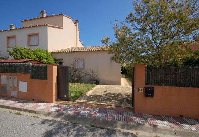 Casa en Torroella de Montgri - Casa con piscina a300 mde la playa